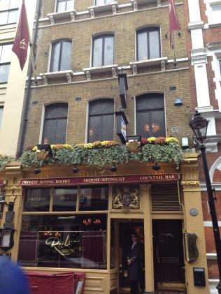 L'entrée du restaurant Rules à Londres - ©Chloé Chateau
