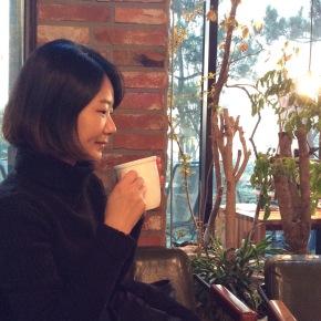 Nara boit un Chai tea latte à Séoul - DR