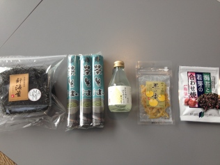 Achats à l'épicerie d'Umami café matcha à Paris : algues Nori, Chasoba, jus yuzu et miel, yuzu confit, chips nori - ©Chloé Chateau