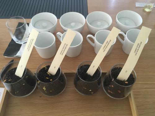 Choix des thés aromatisés qui vont composer mon thé parfumé - ©Chloé Chateau