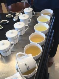 Dégustation de thés de Chine et du Japon chez Dammann Frères avec le crachoir - ©Chloé Chateau