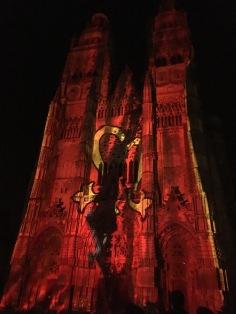 Photos : les illuminations de la cathédrale Saint-Gatien de Tours par Damien Fontaine - le manteau de Saint Martin - ©Chloé Chateau