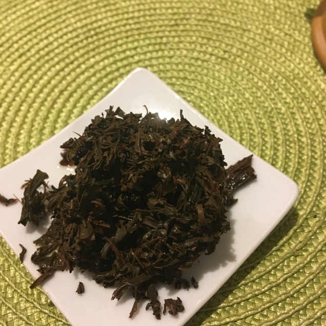 Feuilles de thé noir de Corée George Cannon après infusion - ©Chloé Chateau