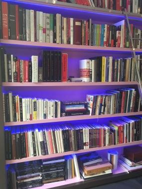 La bibliothèque de livres de cuisine de Pierre Hermé - ©Chloé Chateau