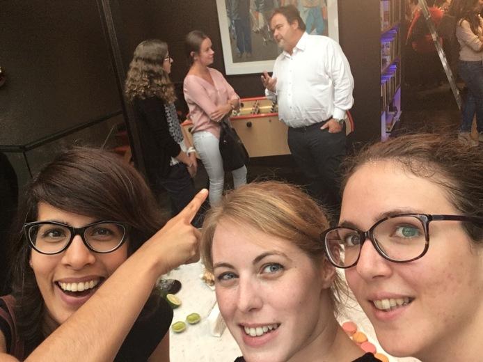 Selfie avec Addie et Estelle... et Pierre Hermé derrière ! - ©Chloé Chateau