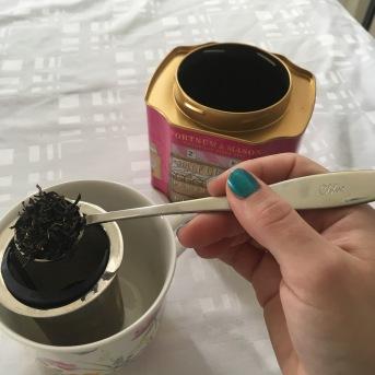 Souvenir de cette journée : la cuiller frappée à notre nom pour doser notre thé - ©Chloé Chateau