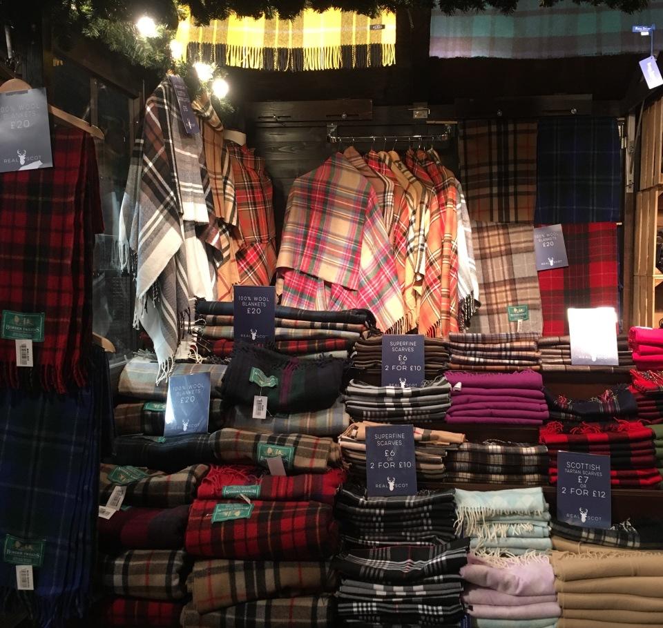 Plaids écossais au marché de Noël d'Édimbourg - ©Chloé Chateau