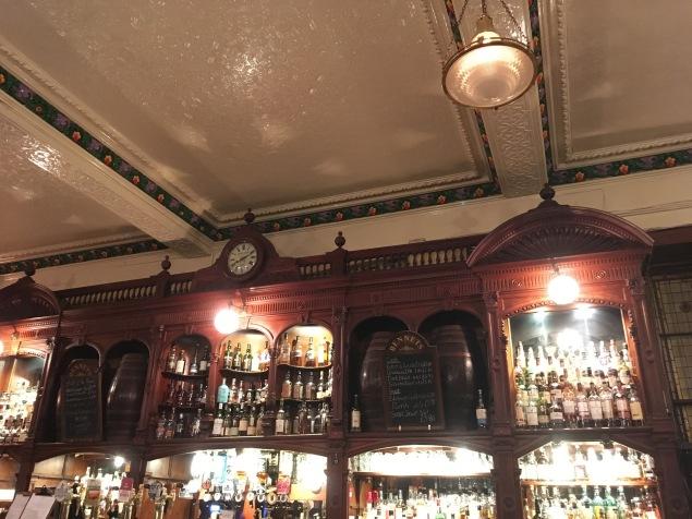 Dinner at Bennets Bar in Edinburg - ©Chloé Chateau