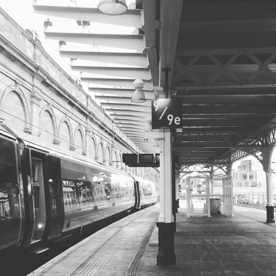 Édimbourg train station platform 9e