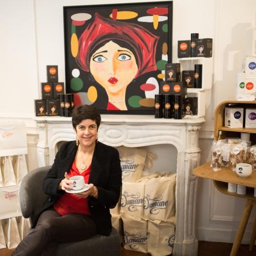 Anne Caron des Jardins d'Osmane déguste son thé préféré