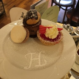 Tea Time at Harriet's in Cambridge - les mini-pâtisseries